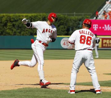 ホワイトソックス戦の7回、16号2ランを放ち三塁を回るエンゼルス・大谷=アナハイム(共同)