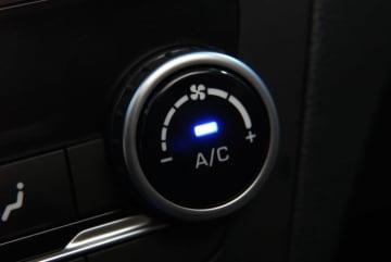猛暑日で蒸し風呂状態になった車はとにかく1秒でも早く冷ましたいところだ(画像はイメージ)