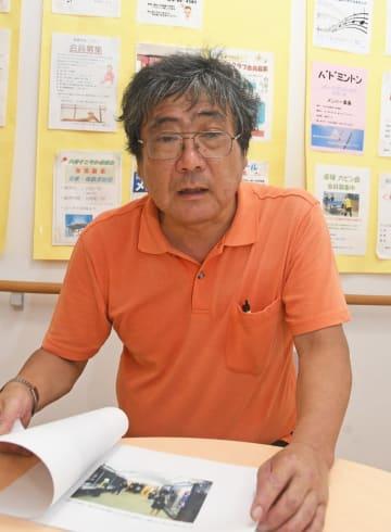 被爆体験の継承活動などについて説明する和賀井さん=藤沢市内