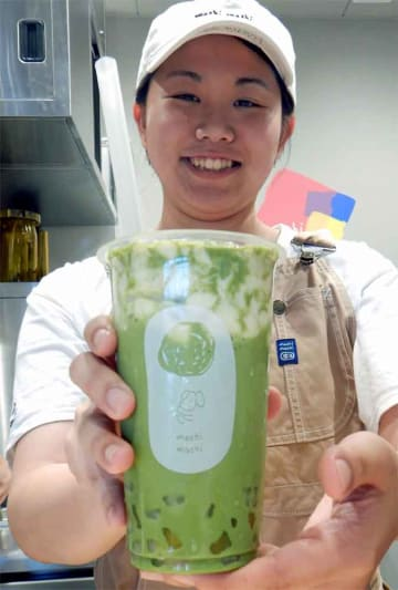 JR京都駅構内にオープンしたチーズティー専門店。抹茶を使った限定メニューもある(京都市下京区)