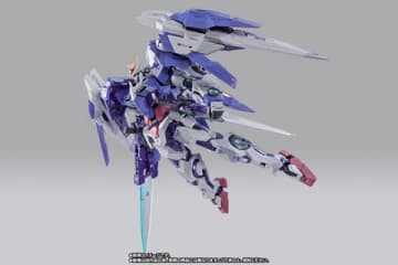 「機動戦士ガンダム00」のダブルオーライザーのアクションフィギュア「METAL BUILD ダブルオーライザー デザイナーズブルー Ver.」(C)創通・サンライズ