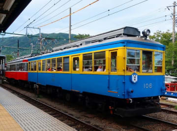 今般ライトアップされる「100形青塗装」 写真:箱根登山電車