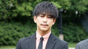 愛知県常滑市で行われた愛知発地域ドラマ「『黄色い煉瓦』~フランク・ロイド・ライトを騙した男~」の会見に出席した佐野岳さん