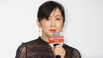 映画「記憶にございません!」の完成披露舞台あいさつに登場した斉藤由貴さん