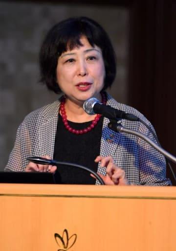 「ジェンダー平等」をテーマに講演した山田成美さん=20日午後、宮崎市・宮崎観光ホテル