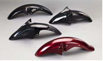 第4新工場で生産を予定する二輪・フロントフェンダーの外装塗装部品(積水化学提供)