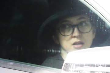 '17年9月、元恋人・小澤征悦との復縁報道について、本誌が直撃取材。