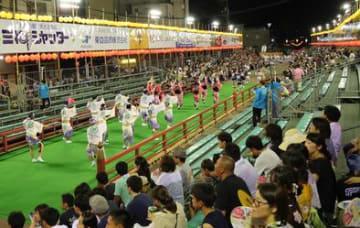 空席が目立つ自由席=8月13日、徳島市の南内町演舞場