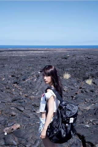 9月26日発売の浅川梨奈さんのサード写真集「Re:Birth」のワンカット
