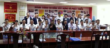 KEISの会員企業とベトナムの学生たち