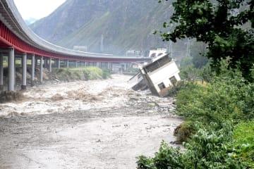強い雨で山体崩壊が発生 四川省汶川県