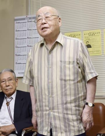 記者会見で、松川事件で逮捕された経験を語る阿部市次さん=21日、福島市
