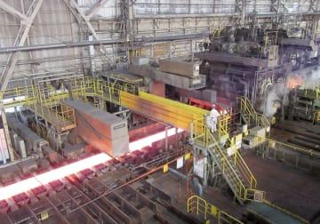 日本製鉄の君津製鉄所の工場=千葉県君津市