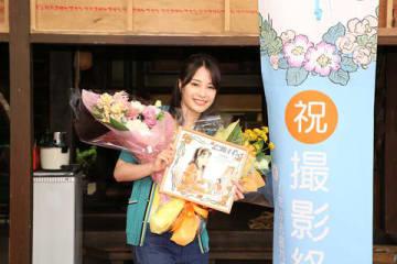 NHKの連続テレビ小説「なつぞら」がクランクアップした広瀬すずさん=NHK提供