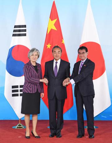 王毅氏、中日韓外相会議の成果を説明