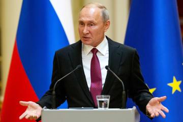 21日、フィンランド・ヘルシンキでの記者会見で話すロシアのプーチン大統領(ロイター=共同)