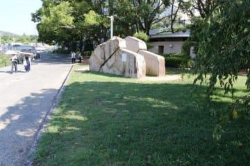 来年3月にオープンする仮設カフェの予定地=石山公園