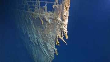 大西洋の海底で撮影されたタイタニックの船首部分の映像=撮影日時不明(ATLANTIC PRODUCTIONS提供・英PA通信=共同)