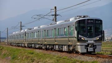 和歌山線を走る227系 出典:Pixta