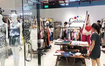 ショーイチは20日、首都プノンペンに衣料品店「カラーズ」の同国3号店をオープンした(同社提供)