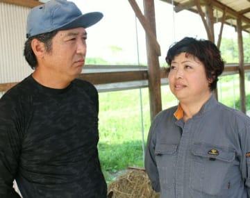 工藤剣太さんの死亡事故から10年。思いを語る父英士さん(左)と母奈美さん=21日、竹田市久住町