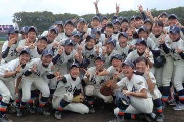 初優勝した福井工大付福井の選手たち【写真:河野正】