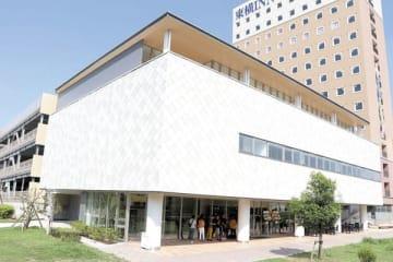 飲食店や会議室、パスポートセンターなどを備える三郷中央におどりプラザ(三郷市提供)