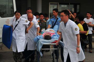 ラオスのバス事故、負傷した中国人観光客第1陣が帰国