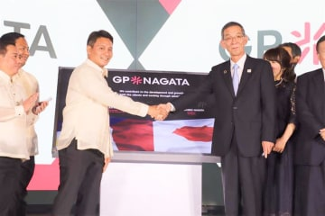 Advertising Nagata Co. CEO Ichiro Nagata (front row, R) and Game Plan Marketing Solutions Inc. President Mark Bernal shake hands at a ceremony in Taguig City in Metro Manila on August 19 to inaugurate their joint venture.