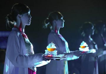 愛され続ける山水実景劇「印象大紅袍」 福建省武夷山市