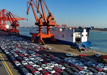 中国、米国産自動車・部品への追加関税適用再開へ