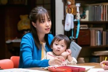 共稼ぎ夫婦への風当たりは強い…… - 提供:NHK