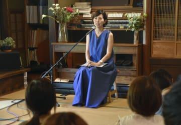 講演する浅野千通子さん=24日午後、兵庫県多可町
