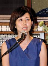 JR福知山線脱線事故について語る浅野千通子さん=古民家空間「コトノハ」