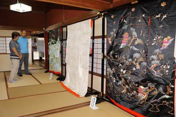 高岡市土蔵造りのまち資料館に展示された明治期の打掛