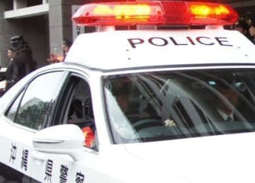 アパートの駐車場の車から135万円を盗んで逮捕