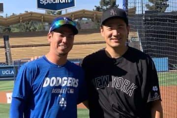 ドジャースタジアムで再会したドジャース・前田健太(左)とヤンキース・田中将大【写真:盆子原浩二】