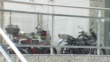 押収されたスクーターが置かれていた現場