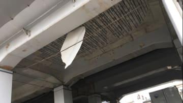 コンクリート片が落下したJR神戸線の高架橋(視聴者提供)