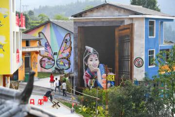 「人が絵の中で暮らす」ショオ族の村 江西省楽安県
