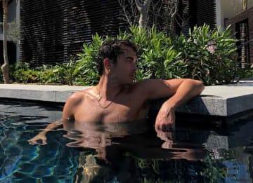 Tyler Blackburn, 'Pretty Little Liars' Star, Takes A Swim At Nobu Los Cabos