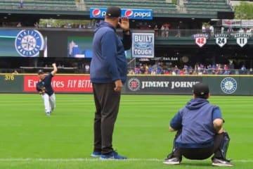右打者を意識した投球練習を行ったマリナーズ・菊池雄星【写真:木崎英夫】