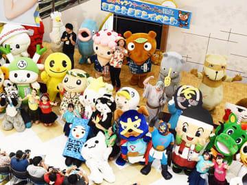 ムジナもん、ふっかちゃんなど52体のキャラクターが参加し、カウントダウンイベント=24日、羽生市川崎のイオンモール羽生