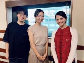 (左から)鈴村健一、川田麻実さん、ハードキャッスル エリザベス