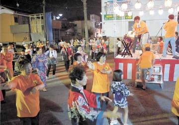 やぐらを囲んで双葉町民や加須市民らが交わった盆踊り