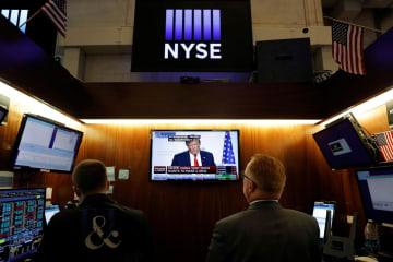 26日のニューヨーク証券取引所(ロイター=共同)