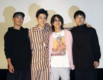 映画の舞台あいさつに登場した(左から)大森立嗣監督、菅田将暉、YOSHI、仲野太賀=東京都内