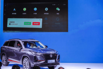 Tan Benhong, executive vice president of Changan Automobile Group (in car), during a demonstration of the voice-operated WeChat in Chongqing on August 26, 2019. (Image credit:Tencent)