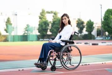中条あやみ、車椅子の演技に挑む - (C) 2020年映画『水上のフライト』製作委員会
