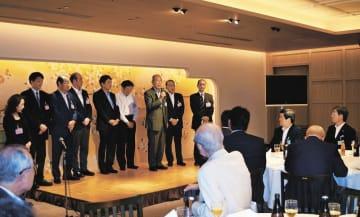 会員ら約110人が親交を深めた東京若越クラブの記念総会=8月26日夜、東京港区の明治記念館